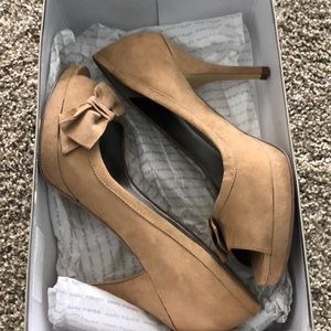 Marc Fisher tan suede peep toe heels 8.5